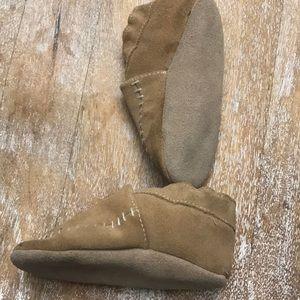 Robeez Shoes - Robeez suede crib shoe